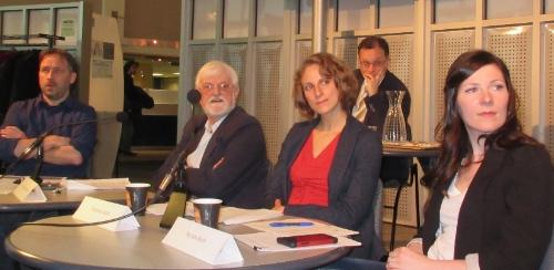 Panel composé, de gauche à droite, de Martin Petitclerc, Jocelyn St-Pierre, Chrstine Labrie, Myriam Alarie et, à l'arrière, du président de séance Harold Bérubé. Crédit : CFQLMC - Gilles Durand.