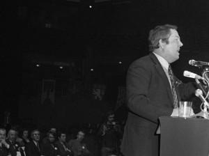 Jean-Marie Le Pen, en 1972, au lorsqu'il devient le premier président du Front national issu du mouvement l'Ordre Nouveau. Crédits : AFP.