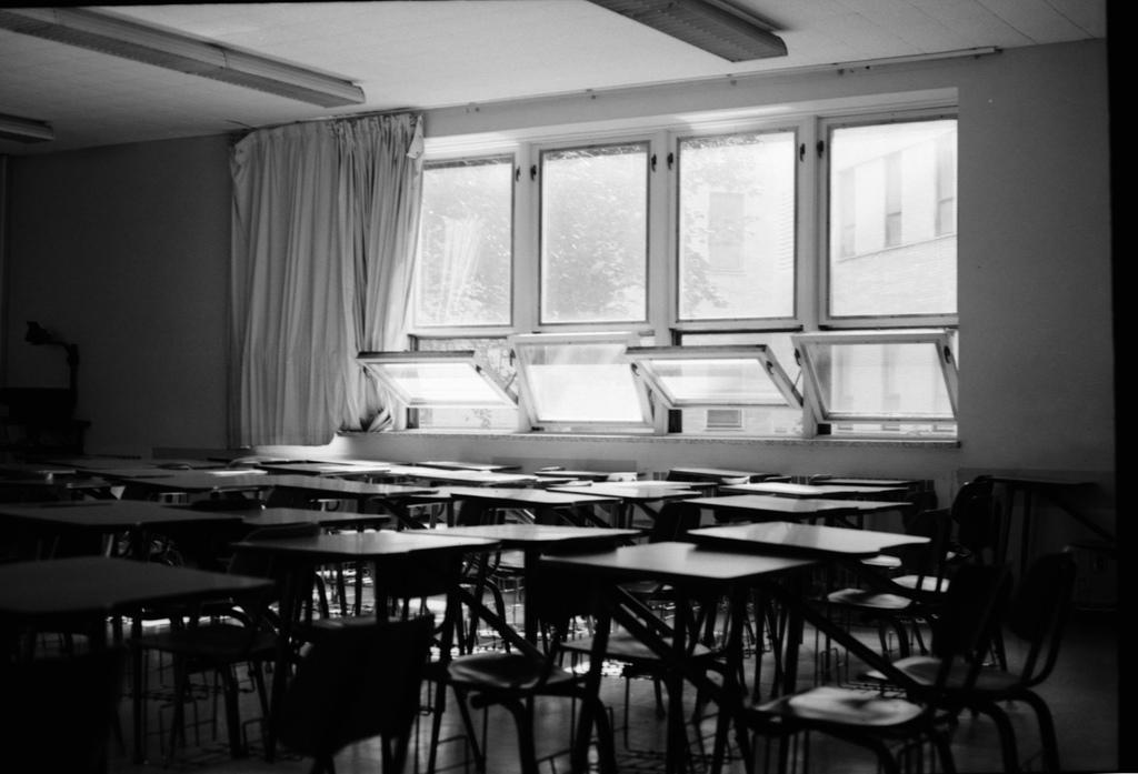 Salle de cours vide. Crédit : Alexandre Laurin (Flickr).